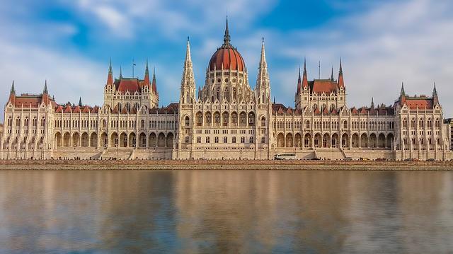 ハンガリーのブダペストの歴史って?治安や観光はどんな感じ?